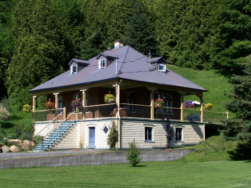 Hotel petite maison prairie canad chateau richer for Dans la maison