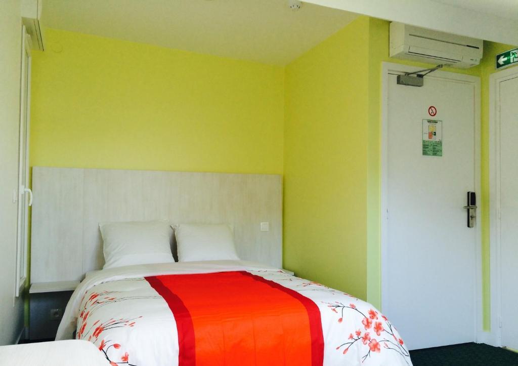 Hotel Rythme Suresnes Online Booking Viamichelin