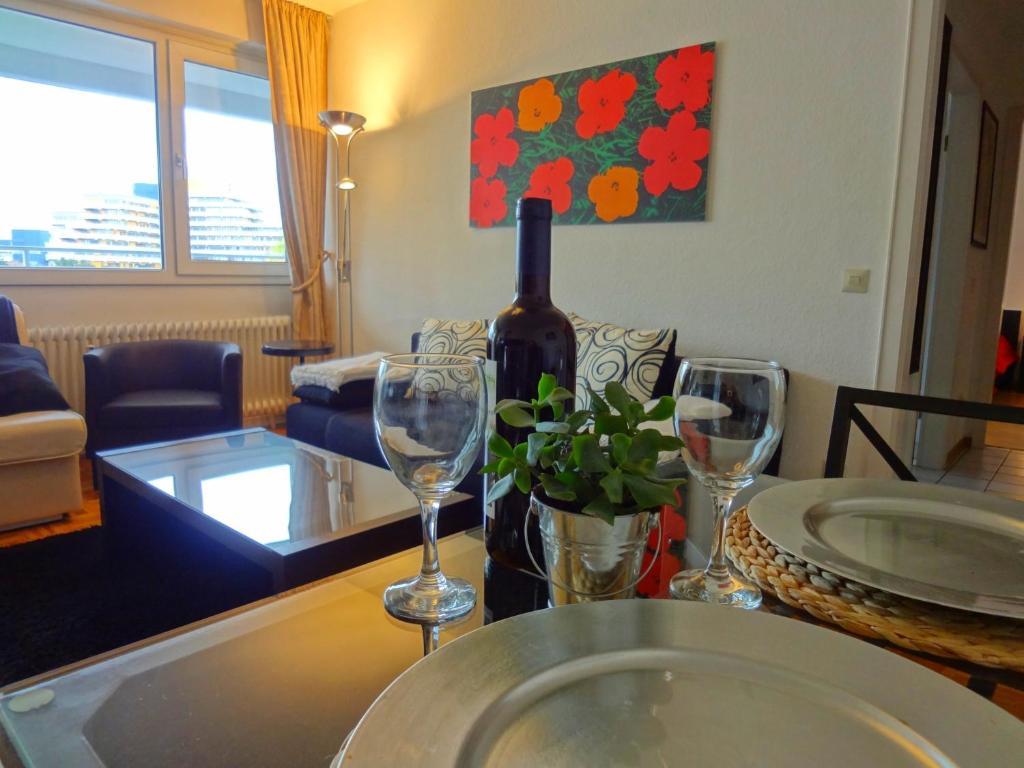 apartment k ln deutz cologne germany. Black Bedroom Furniture Sets. Home Design Ideas