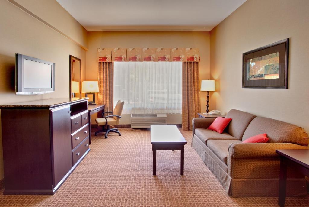 holiday inn la mesa la mesa book your hotel with. Black Bedroom Furniture Sets. Home Design Ideas
