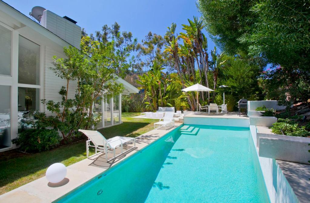 Villa Mulholland Pool Retreat Los Angeles CA