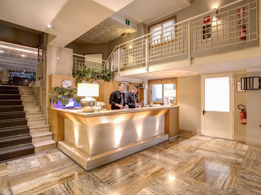 O saguão ou recepção de Hotel Delle Nazioni