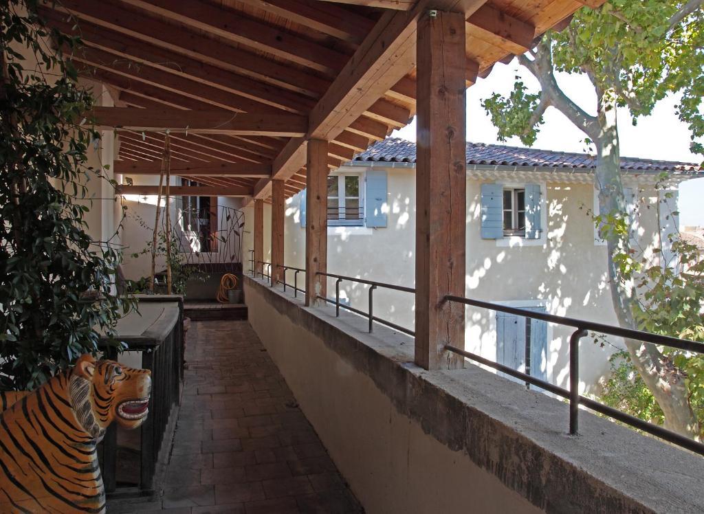 chambres d 39 h tes la maison sur la sorgue chambres d 39 h tes l 39 isle sur la sorgue dans le. Black Bedroom Furniture Sets. Home Design Ideas