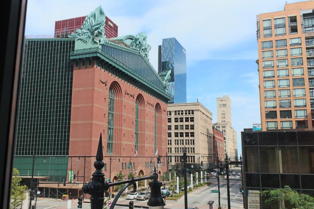 Hotel Blake Chicago Parking