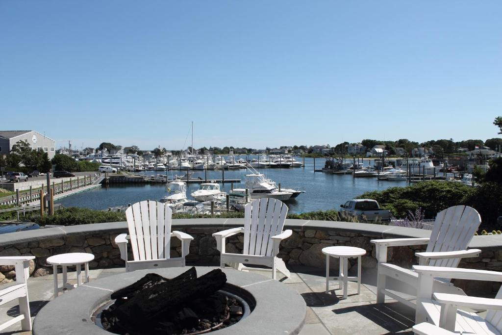 Anchor In Distinctive Waterfront Lodging Hyannis Book Your Hotel With Via