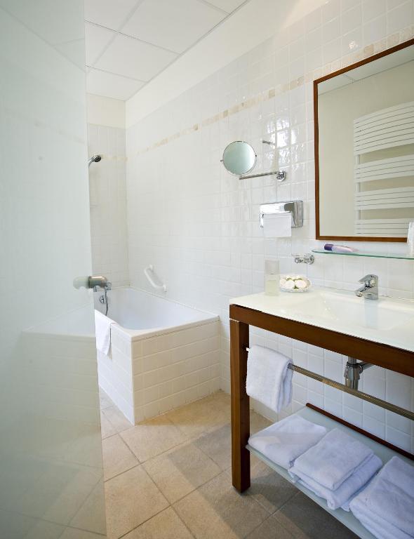 Hotel charles sander salins les bains book your hotel with viamichelin - Hotel salins les bains ...