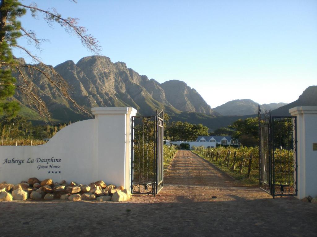 Auberge la dauphine guest house r servation gratuite sur for Au jardin guest house riebeeckstad