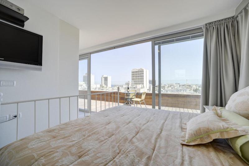 מגניב דירת פנטהאוז מדהימה בריכה פרטית, תל אביב – מחירים מעודכנים לשנת 2019 QQ-18