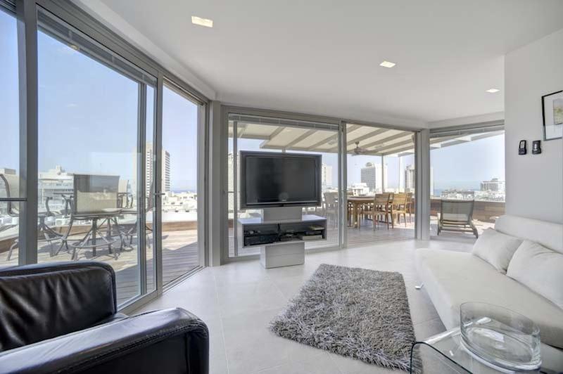 רק החוצה דירת פנטהאוז מדהימה בריכה פרטית, תל אביב – מחירים מעודכנים לשנת 2019 CI-76
