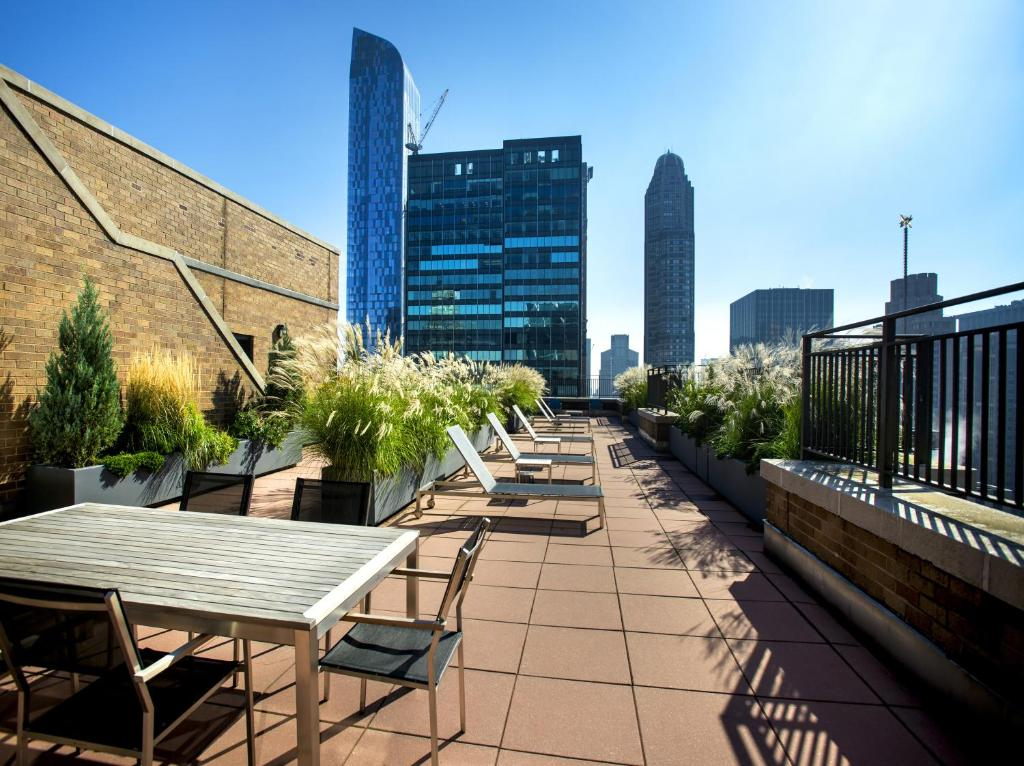 Good Midtown West At The Symphony House   A Premier Furnished Apartment Design