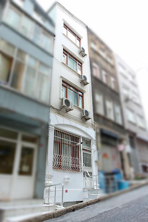 First suite taksim beyo lu reserva tu hotel con viamichelin for Taksim santa lucia hotel