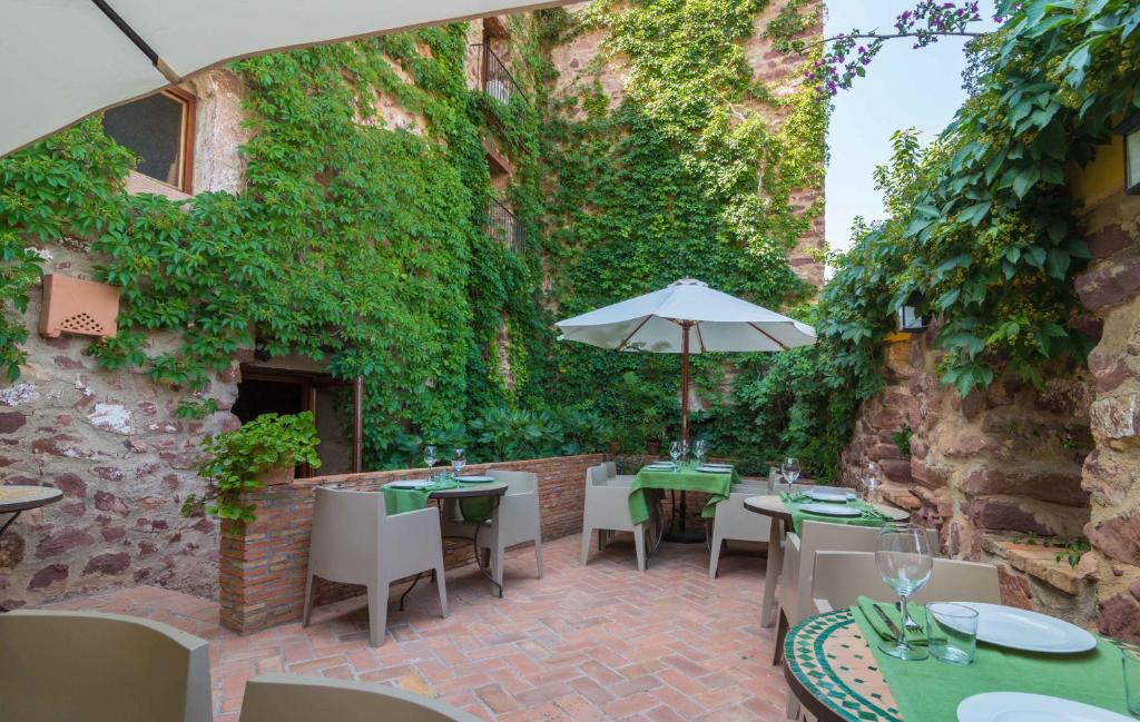 El jard n vertical r servation gratuite sur viamichelin for Hotel el jardin vertical vilafames
