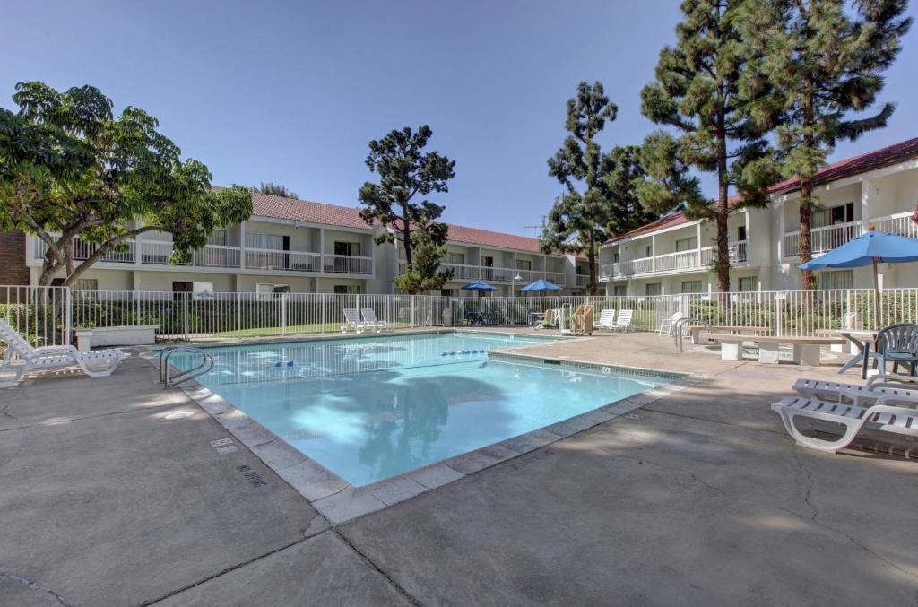 Motel 6 irvine orange county airport santa ana for 2721 hotel terrace santa ana ca