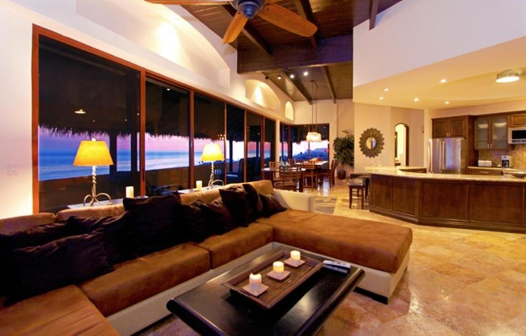 <div data-et-view=NAFQCDCcdXDPdFO:1</div Rosarito Luxury Penthouse Bobby&#39;s by the Sea