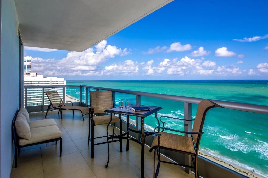 Mare Azur Miami Luxury Apartments by MC, Appart'hotels ...