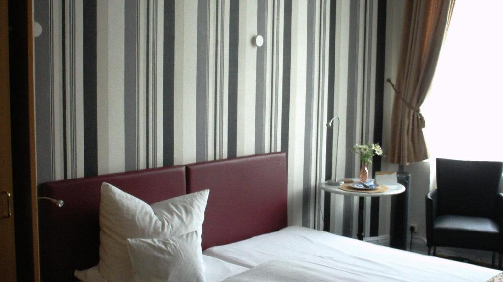 Hotel kronprinzen bonn book your hotel with viamichelin for Boutique hotel bonn