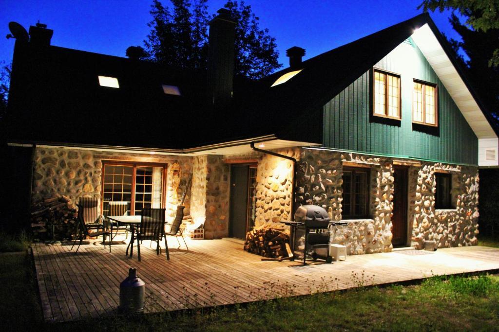 Chalet Rustique CRDS (Canadá Lac-Supérieur) - Booking.com
