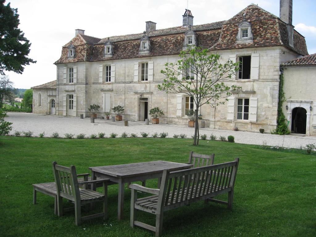 Chambres d 39 h tes ch teau manoir de la l che chambres d 39 h tes magnac sur touvre - Chambres d hotes chateau ...