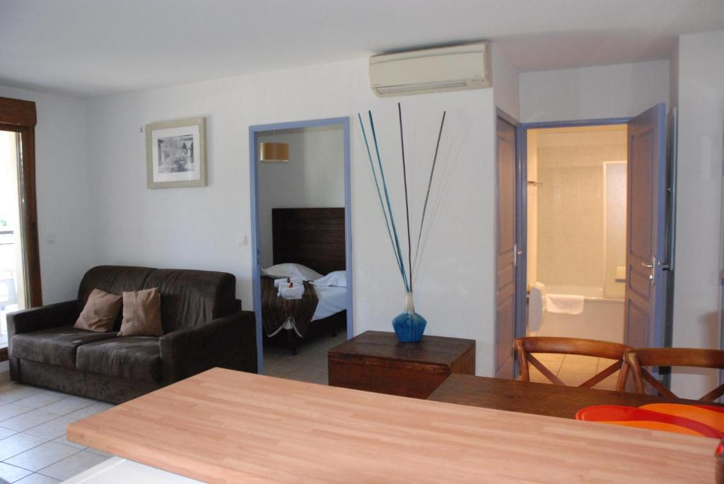 Uzes appart hotel r sidence le mas uz s france for Appart hotel uzes