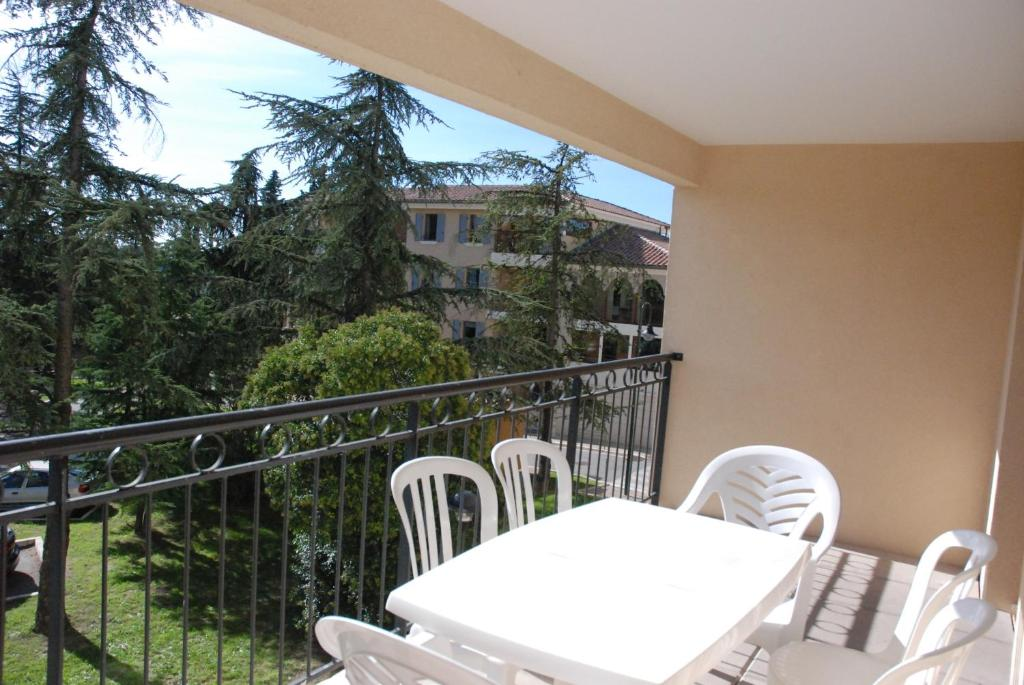 Uzes appart hotel r sidence le mas des oliviers for Reservation appart hotel