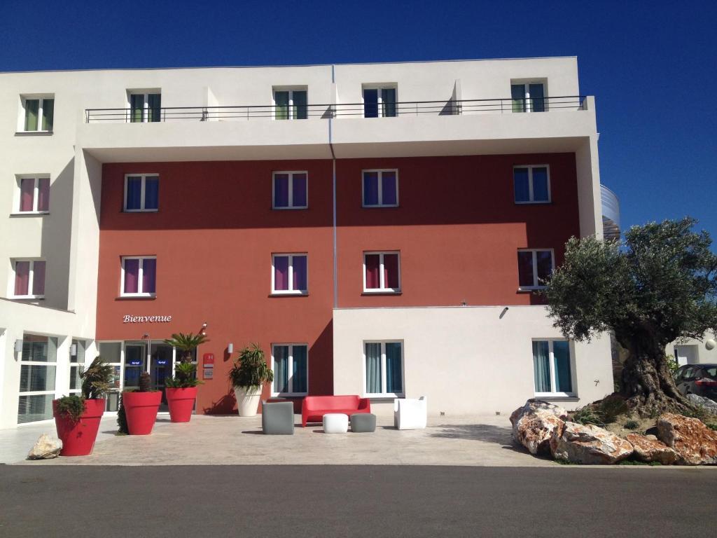 kyriad perpignan sud perpignan book your hotel with viamichelin. Black Bedroom Furniture Sets. Home Design Ideas