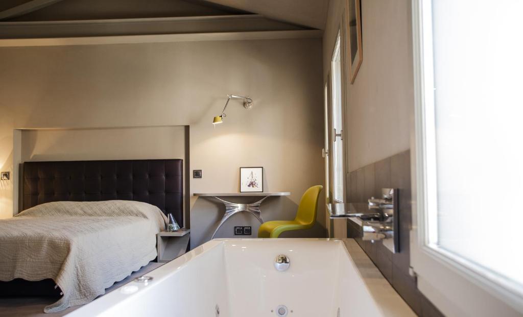 Chambres d 39 h tes can artists la loge chambres d 39 h tes for Chambre d hotes perpignan