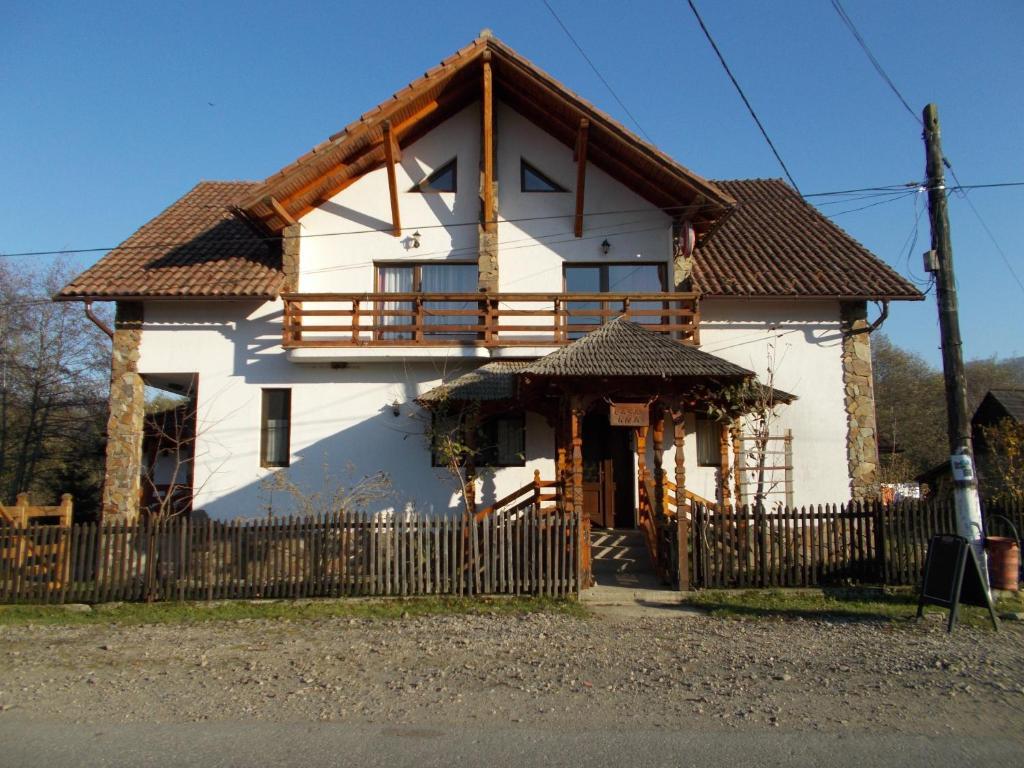 Pensiunea casa ana tyachiv online booking viamichelin for Booking casas
