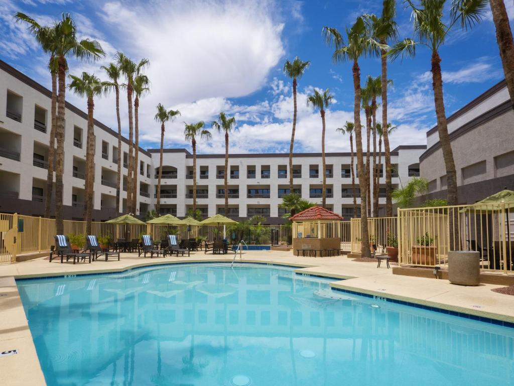 Hilton phoenix airport tempe book your hotel with for Hotels 85016
