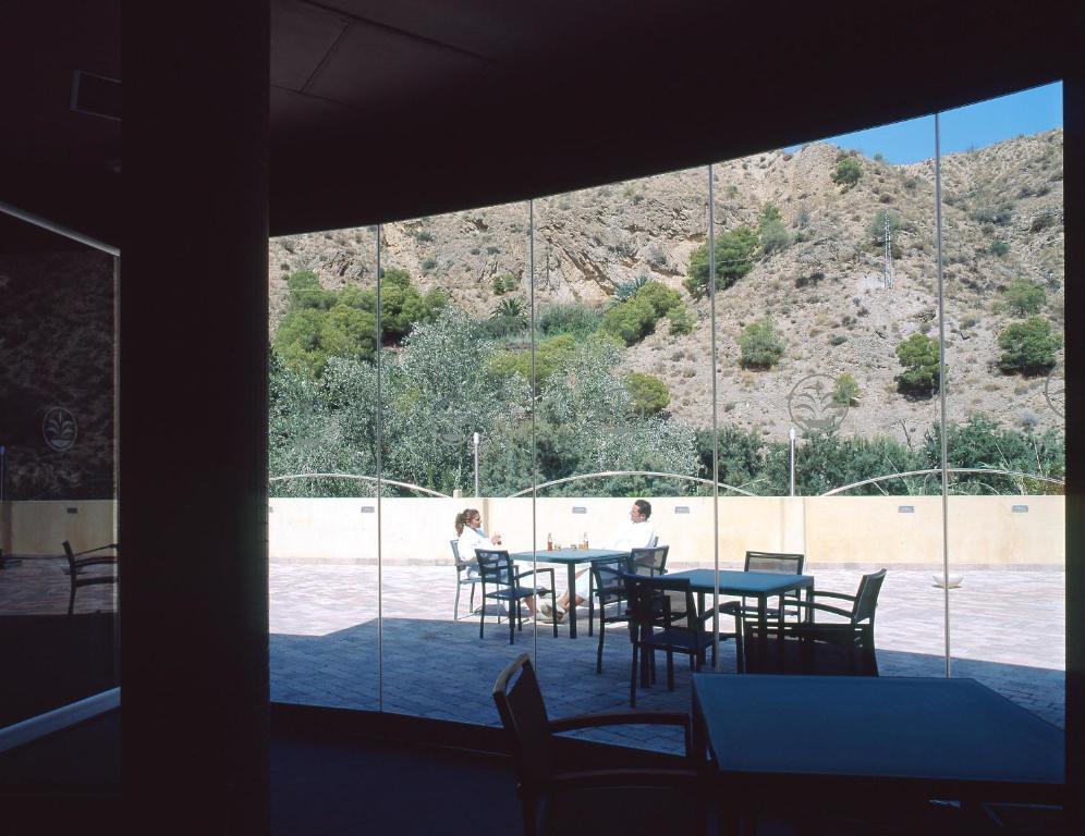 Balneario de archena hotel le n archena online for Piscina archena