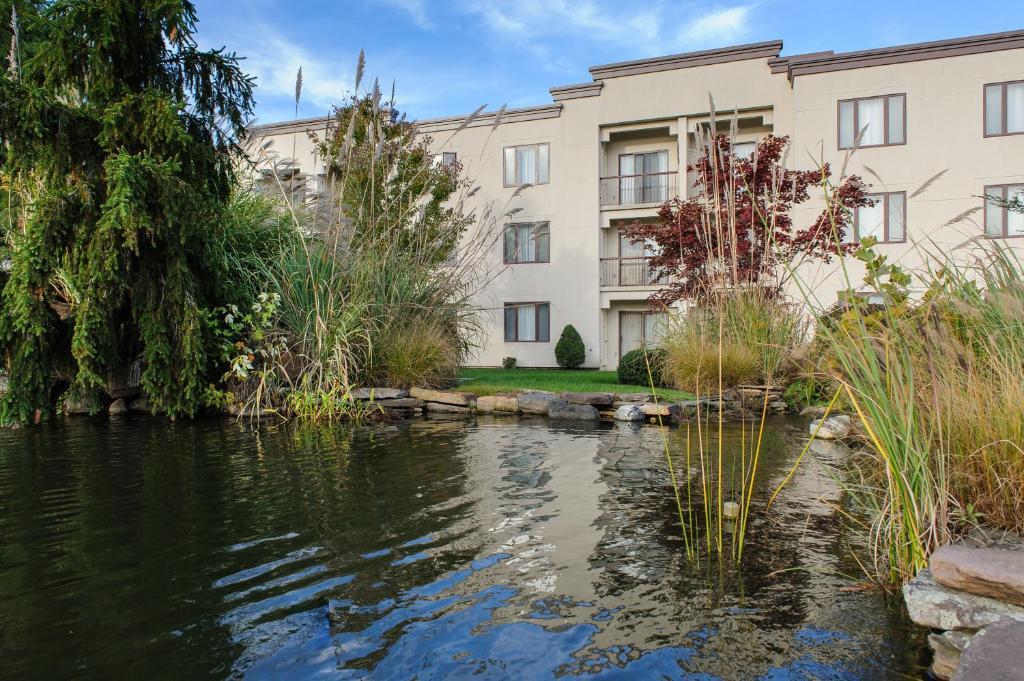 Doubletree suites by hilton mount laurel pennsauken for Hotels 08054