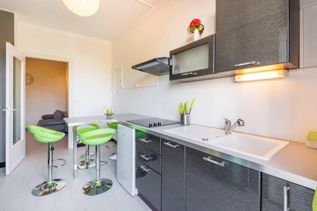 Appartement monplaisir locations de vacances lyon - Ustensiles de cuisine lyon ...