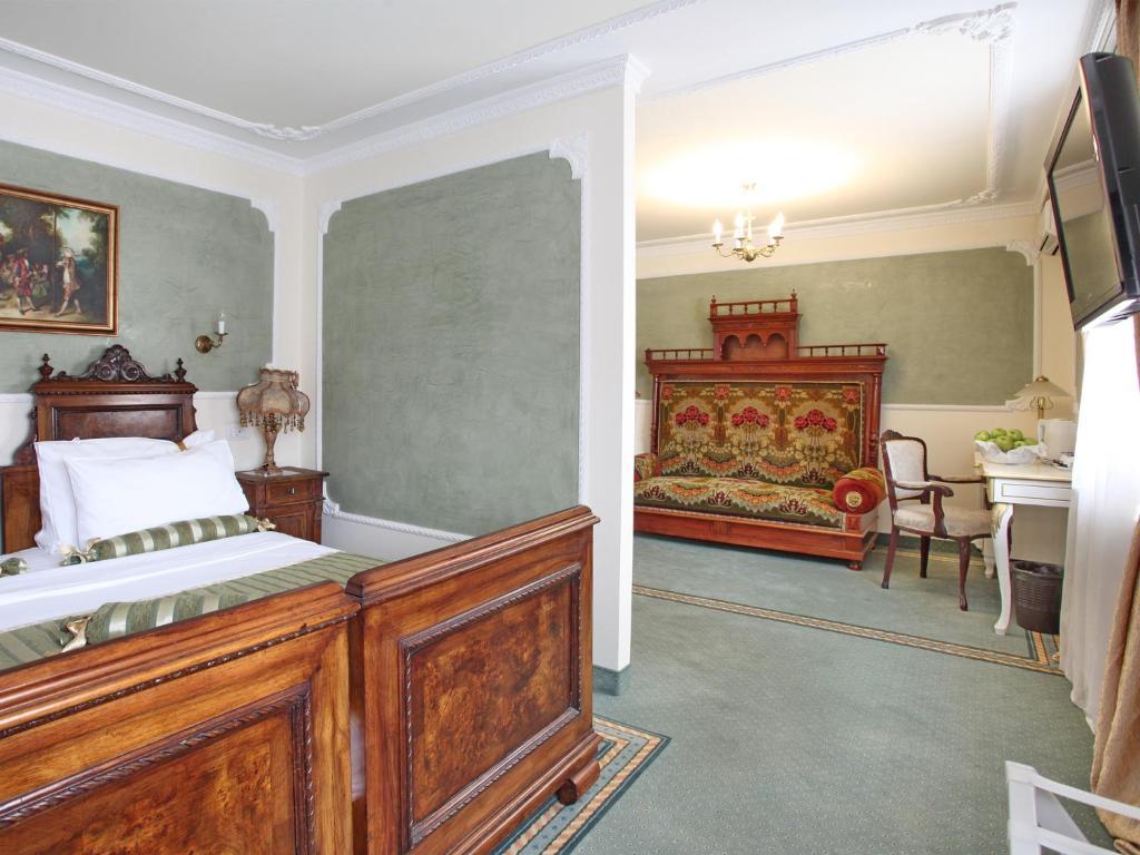 Queen 39 s astoria design hotel belgrade book your hotel for Design hotel belgrade