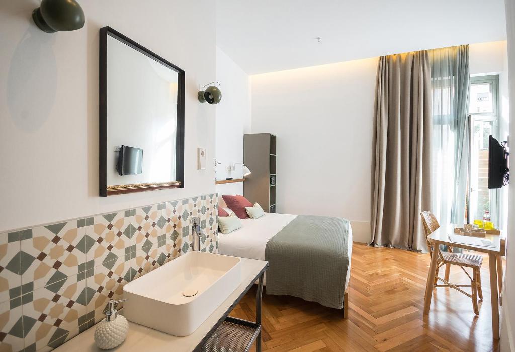 chambres d 39 h tes casa mathilda chambres d 39 h tes barcelone. Black Bedroom Furniture Sets. Home Design Ideas
