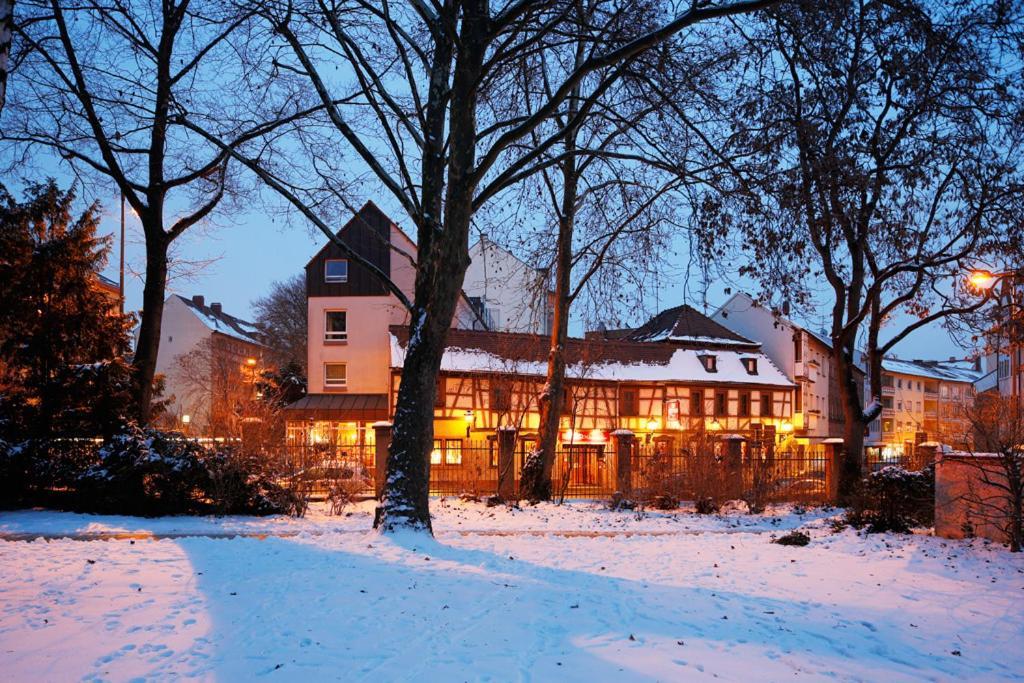 Zum goldenen ochsen hotel gasthaus am schlossgarten for B b aschaffenburg
