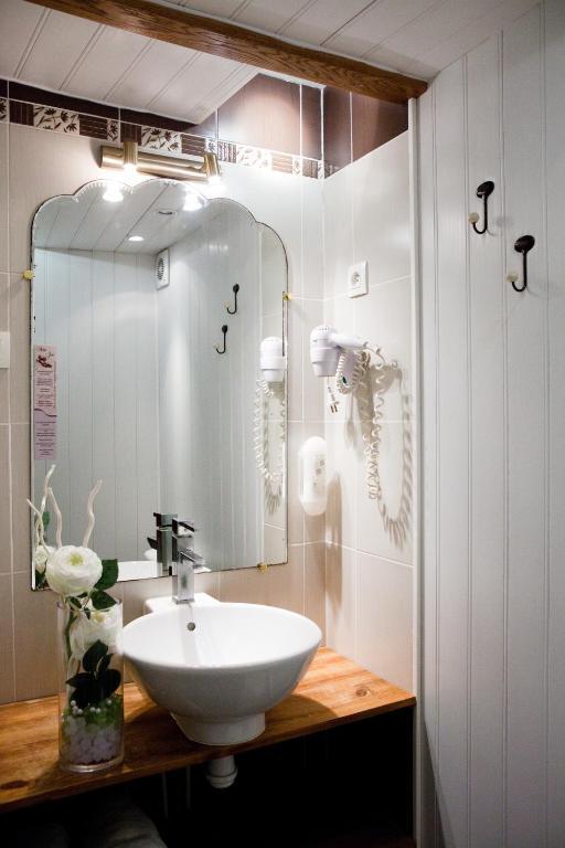 hotel abat jour r servation gratuite sur viamichelin. Black Bedroom Furniture Sets. Home Design Ideas