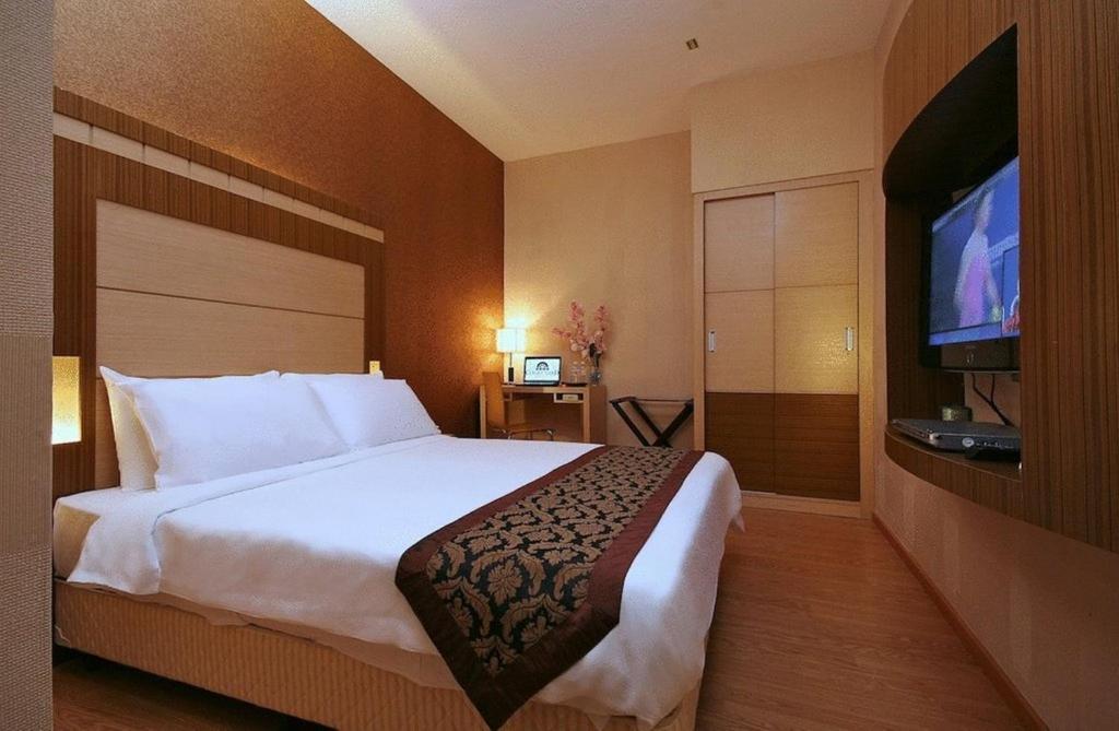Booking Com Courtyard Hotel Kota Kinabalu