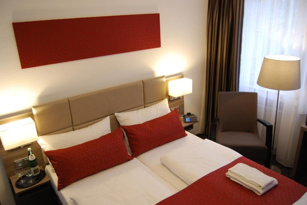 Dom Hotel Am Romerbrunnen Booking