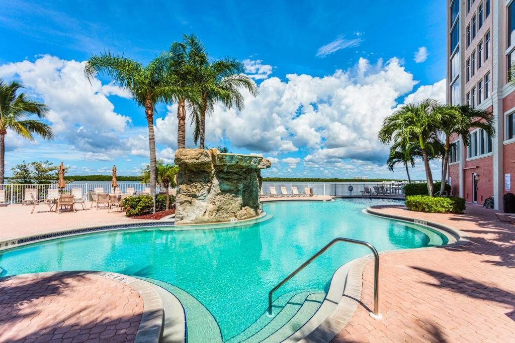 Apartment Lovers Key Beach Club 501 By Vacation Rental
