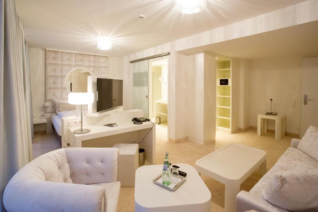 Designhotel kronjuwel waldkirch reserva tu hotel con for Designhotel waldkirch