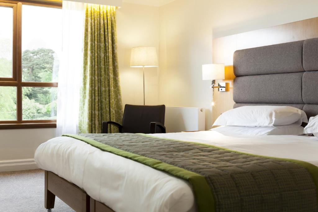 ashby de la zouch chat rooms Our premier inn ashby de la zouch is handy for the town centre and castle ruins and just 8 miles from donington park racing circuit book rooms from £35.
