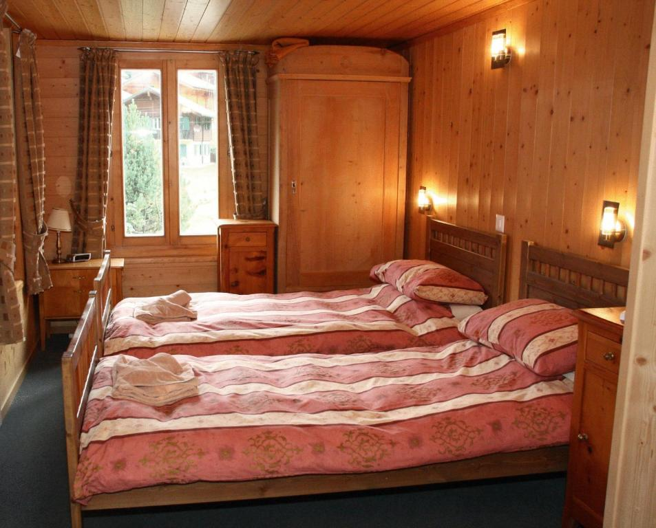 Chambres d 39 h tes chalet suisse bed and breakfast chambres for Chambre arabo suisse