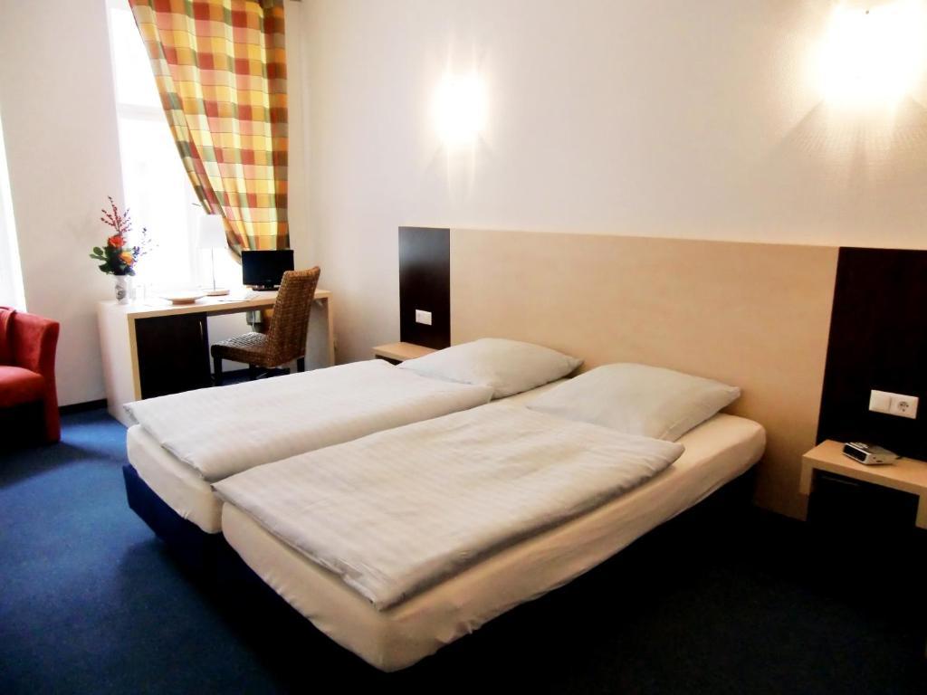 pension prenzlberg bed breakfast berlin. Black Bedroom Furniture Sets. Home Design Ideas