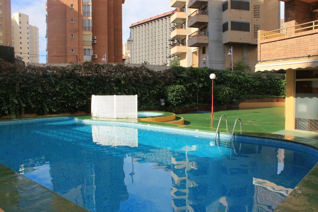 Apartamentos trebol benidorm prenotazione on line for Piscinas benidorm
