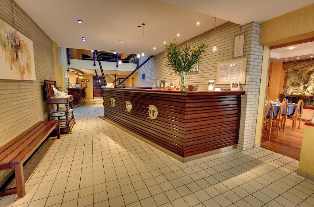 L Hirondelle Restaurant Bar