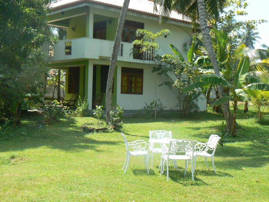 Nature villa ambalangoda prenotazione on line for Sri lankan landscaping plants