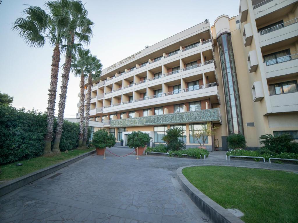 Hotel nettuno catania prenotazione on line viamichelin - Hotel con piscina catania ...