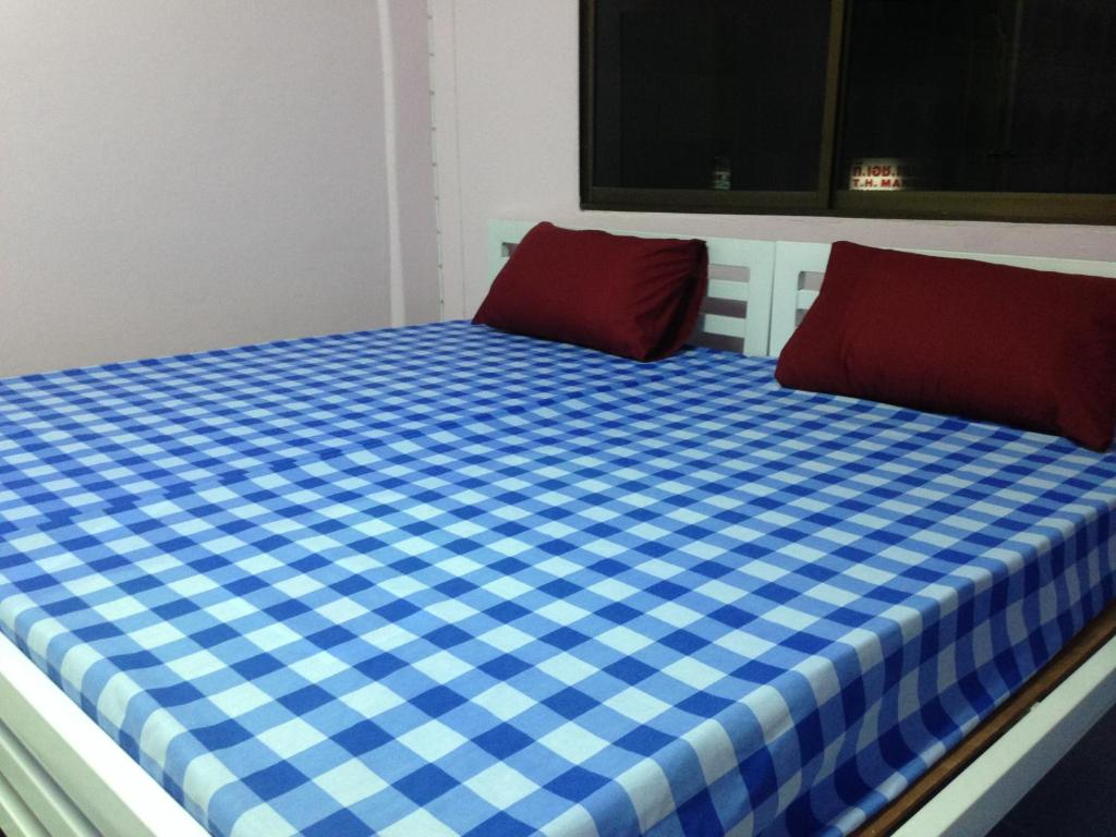 surat thani chat rooms - deleværelse for $10 our hostel is just a few meters walk from the main pier with private capsule comfortable bed, bedside.