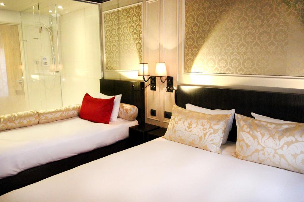Cama ou camas em um quarto em Best Western Le Montmartre – Saint Pierre