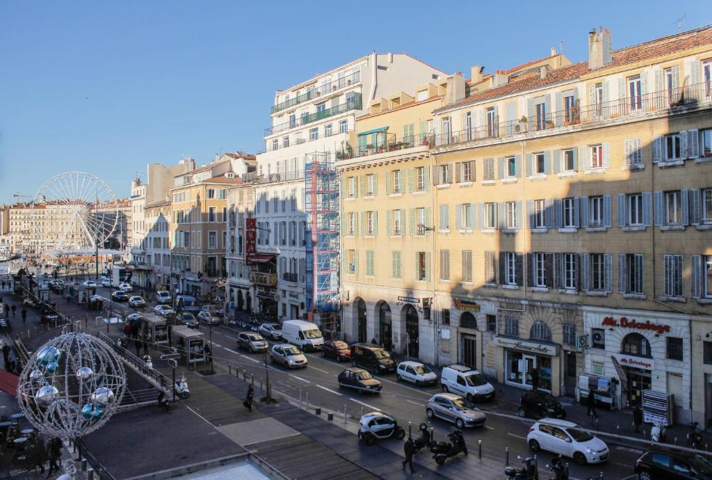 Appartement l 39 appart du vieux port locations de vacances - Location vacances marseille vieux port ...