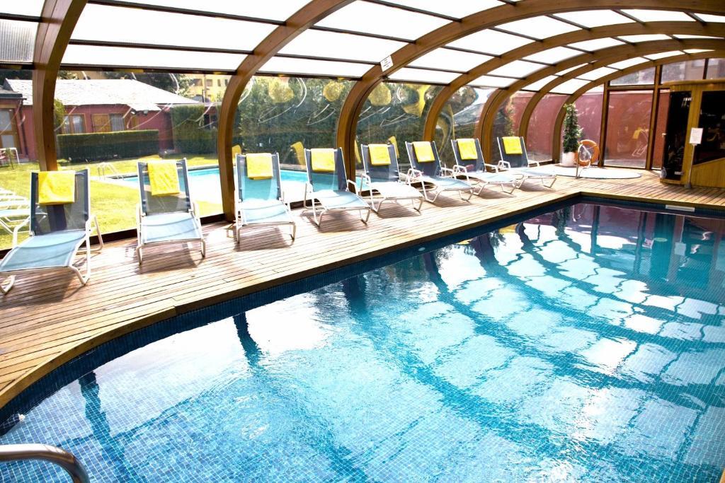 Hotel del lago puigcerd reserva tu hotel con viamichelin for Hoteles segovia con piscina